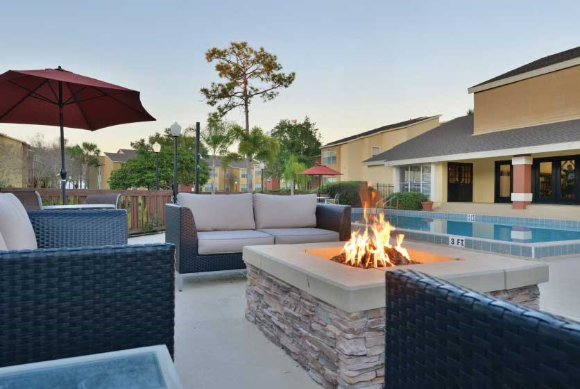 Full sail apartments with outdoor kitchens for Outdoor kitchens orlando